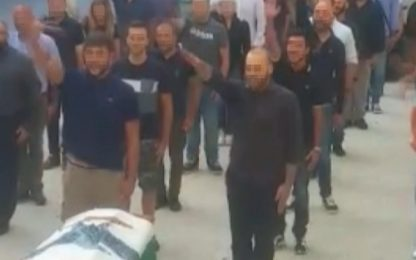 Saluto romano al funerale del professor Todini, 23 indagati a Sassari