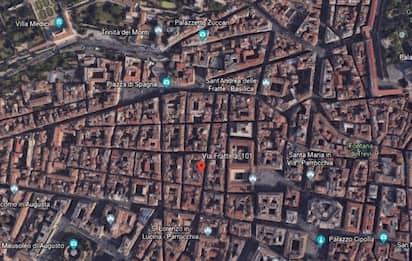 """Roma, palazzo evacuato in via Frattina: """"Gravi problemi di stabilità"""""""