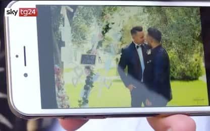 Napoli, foto vietate alle coppie gay in una struttura religiosa