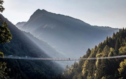 Valtellina, inaugurato a Tartano il ponte tibetano più alto d'Europa