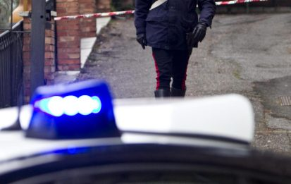 Napoli, aggrediscono carabinieri dopo aver scippato un uomo