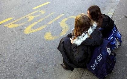 Morto in uno scontro fra autobus: corteo degli studenti