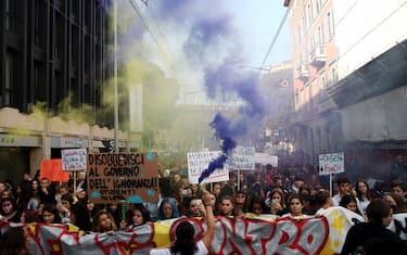 1Lapresse_manifestazione_studenti_milano_contro_governo