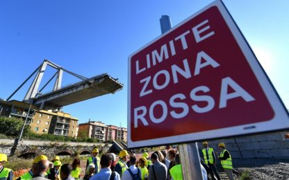 Ponte Morandi, due mesi fa il crollo. Sfollati, al via i traslochi