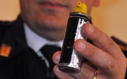 Palermo, studenti spruzzano spray urticante in classe liceo, panico