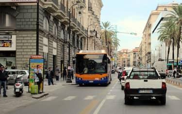 autobus-palermo-ansa