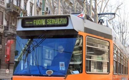 Bambini azionano estintore sul tram a Milano: undici intossicati