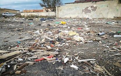 Roma, brucia rifiuti pericolosi: carabinieri arrestano 23enne