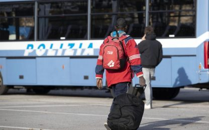 Bergamo, immigrazione clandestina: arrestati anche pubblici ufficiali