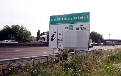 Brescia, crolla parte monumento autostrada A4: verifiche su stabilità