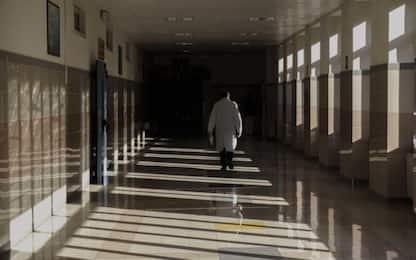 Roma, operaio trovato morto sul tetto dell'ospedale: ipotesi malore