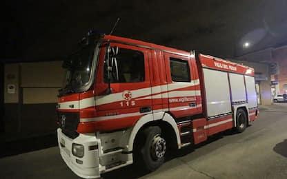 Orbassano, autobus prende fuoco nella notte: forse un cortocircuito