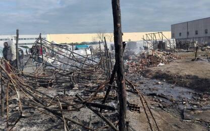 Incendio nella tendopoli di San Ferdinando, si valuta ipotesi dolo