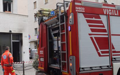 Incendio in un appartamento a Roma, un intossicato