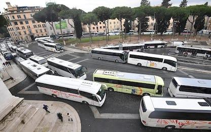 Roma, accesso vietato in centro ai bus turistici: proteste e traffico