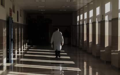 """Covid, sos dei medici: """"Napoli è malata, agire o sfileranno le bare"""""""