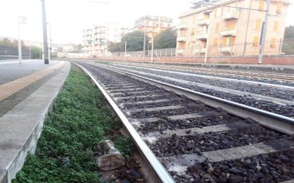 Deraglia la carrozza di un treno locale nel Beneventano, nessun ferito