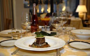 cena-tavola-galateo-fotogramma
