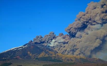 Etna, eruzione dal nuovo cratere di Sud-Est: nube alta 4.500 metri