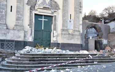 6terremoto-etna-crollo-chiesa-ansa
