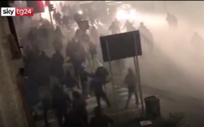 Inter-Napoli, il video degli scontri in strada prima della partita