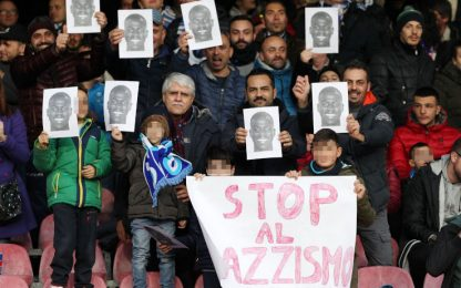 """""""Siamo tutti Koulibaly"""", tifosi Napoli contro il razzismo"""