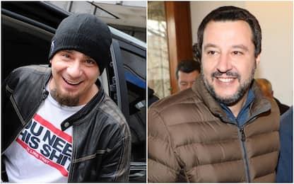 """J-Ax: """"Sogno un mondo senza Salvini"""". Il ministro: """"Doppio bacione"""""""