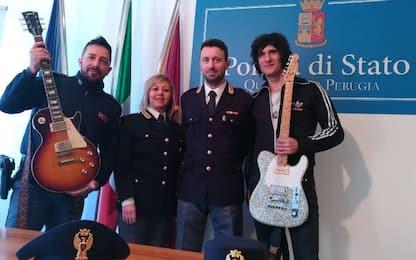 Negrita, a Perugia la polizia restituisce 2 chitarre rubate alla band