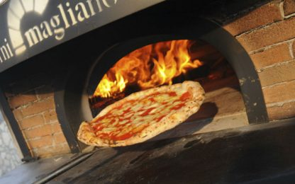 Ospiti di case famiglia imparano l'arte della pizza a Torre Annunziata