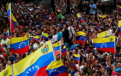 Venezuela, scontri nel Paese: almeno 16 morti