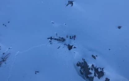 Aosta, incidente aereo-elicottero a La Thuile. FOTO