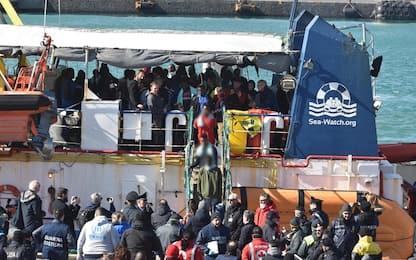 Sea Watch, migranti sbarcati a Catania. Equipaggio interrogato