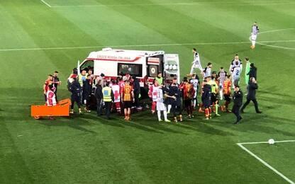 Lecce-Ascoli, Scavone batte la testa in campo e sviene