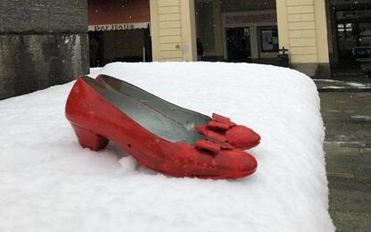 Omicidio di Barge: scarpe rosse in paese per funerali di Anna Piccato