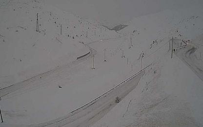 Maltempo, chiusi per neve passi alpini in Valtellina e Valchiavenna