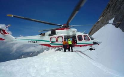 Valle d'Aosta, scialpinisti travolti da valanga: un morto e 2 salvati