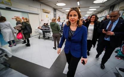 """Il ministro Grillo al Cardarelli di Napoli: """"Persone una sull'altra"""""""