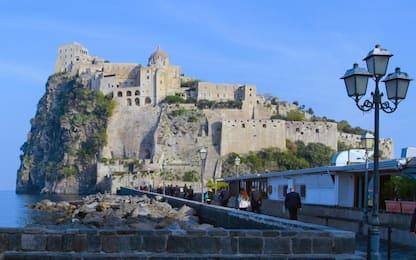 Prefetto annulla divieto sbarco a Ischia per turisti lombardi e veneti