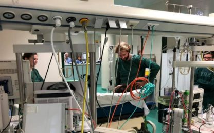 Massimiliano Rosolino visita Manuel Bortuzzo in ospedale. LA FOTO