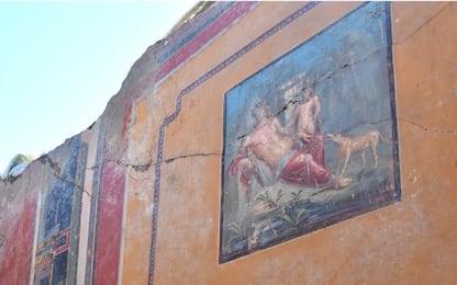 Pompei, le foto dell'affresco con Narciso che si specchia