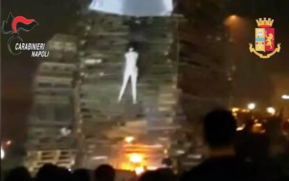 Napoli, manichino bruciato con slogan contro pentiti: 5 divieti dimora