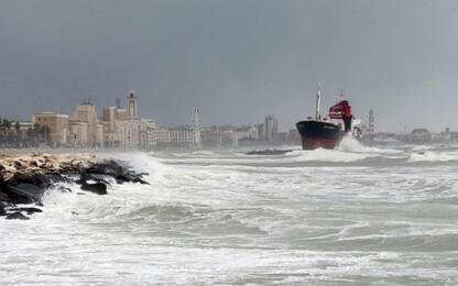 Maltempo, bloccati al largo di Bari 3 traghetti e 2 navi cargo