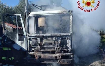 Proteste per latte, nuovo assalto armato a un'autocisterna nel Nuorese