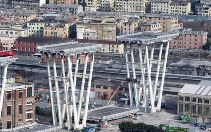 Ponte Morandi, tracce di amianto nella pila 8: rinviata la demolizione