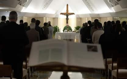 Danneggia chiesa durante la messa: 38enne ai domiciliari in comunità