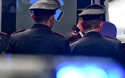 Roma, tenta di sfilare pistola a un carabiniere in un hotel: arrestato