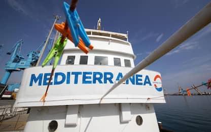 Migranti, Mare Jonio a Lampedusa: indagato l'equipaggio