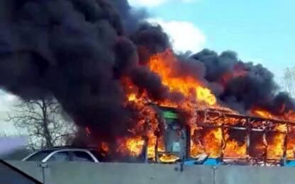 Autobus incendiato Milano, telefonata dell'attentatore al 112. Audio