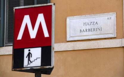 Roma, riapre dopo 10 mesi solo in uscita la metro Barberini: polemica
