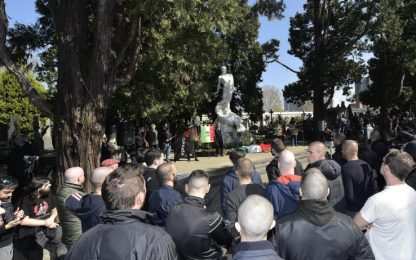 Milano, raduno di estrema destra al Cimitero Monumentale